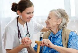 persona-mayor-con-medico