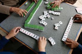 ancianos jugando